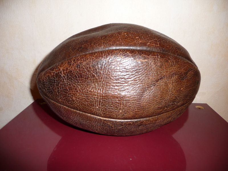 Collection sport a vendre archive du blog ballon de rugby 1930 - Ballon de rugby en cuir ...